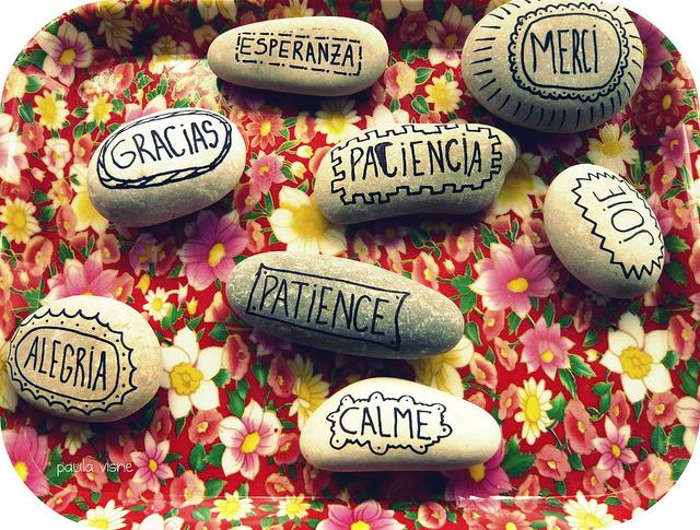 Proyecto craft pintar piedras cuaderno de retazos for Tecnica para pintar piedras