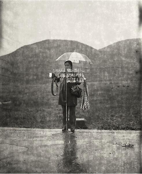 mujer y paraguas
