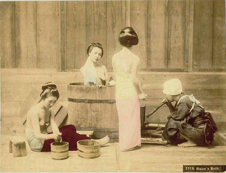 782px-Kusakabe_Kimbei_-_1514_Home's_Bath